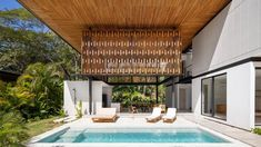 Wooden screens are used to form walls and overhanging roofs in this duo of Costa Rican beach houses by local firm Studio Saxe, which integrate the surrounding jungle into their design. Tropical Architecture, Amazing Architecture, Houses In Costa Rica, Steel Columns, Wooden Screen, Modern Tropical, Story House, Concrete Wall, Home Studio