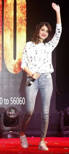 Anushka Sharma promotes 'NH10' at NM college. #Bollywood #Fashion #Style #Beauty