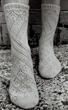 Knitting Patterns Socks pretty socks … don't know who designed these but thanks to Cat Bordhi for releasing sock knitt… Crochet Socks, Knitting Socks, Hand Knitting, Knit Crochet, Knit Socks, Comfy Socks, Knitted Slippers, Crochet Granny, Yellow Socks