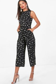 it is also a personal style statement. Best Jeans For Women, Work Fashion, Online Shopping Clothes, Shorts, Latest Fashion Trends, Ideias Fashion, Star Print, Casual Dresses, Rompers