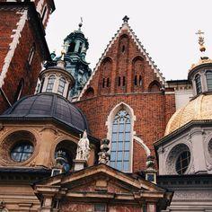 justjullietta:  You don't know how lovely you are #krakow   follow me on instagram: @_jullietta