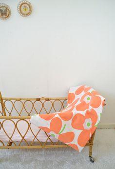 drap vintage à grandes fleurs orange, sheet de la boutique atelierdelachoisille sur Etsy