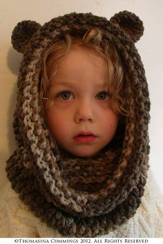 Bear Snood Crochet Pattern by UniqueEarthling (Thomasina Cummings Designs)