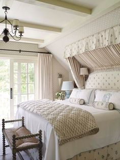 A Connecticut River House By Cathy Kincaid ; A Connecticut River House by Cathy Kincaid una casa sul fiume connecticut di cathy kincaid Home Bedroom, Bedroom Wall, Bedroom Decor, Bedroom Ideas, Bedroom Signs, Decorating Bedrooms, Bedroom Apartment, Bed Room, Entryway Decor