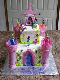 This amazing cake is made from the Disney Princess Castle Cake Kit. #birthday http://www.ivillage.com/gorgeous-princess-birthday-cakes/6-b-432320#475200