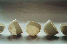 Sylvie Godel - Swiss artist - Lausanne - A la conquête du vide (Eggshell-like bowls) porcelaine et papier (porcelain and paper) D 70-80 x H 40-50 mm