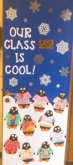 Preschool Door Decorations, Christmas Classroom Door Decorations, Christmas Door, Kindergarten Door, Kindergarten Crayons, School Doors, Classroom Themes, Classroom Crafts, Door Ideas