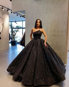 We have a big range of gown for parties nd wedding. We can make all type of dresses in our boutique. For order just contact 9830139073 Pretty Prom Dresses, Prom Dresses For Teens, Prom Outfits, Dream Wedding Dresses, Quince Dresses, Gala Dresses, Ball Gown Dresses, Black Quinceanera Dresses, Flapper Dresses