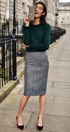 885921bc7716 40 Professional Fall Work Attires To Conquer Everything. A gray Skirt ...