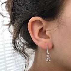 https://kywi-jewelry.nl/files/11935/webshopartikelen/2020684/oorbel-munt-zilver-1.jpg