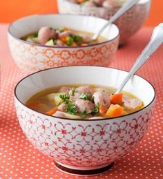 Siskonmakkarakeitto on lapsiperheen suosikkiruoka. Koti, Cheeseburger Chowder, Soup Recipes, Soups, Food And Drink, Snacks, Ethnic Recipes, Finland, Finnish Recipes