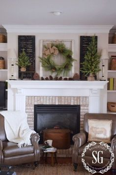 10 Gorgeous Farmhouse Style Christmas Mantels-from The Everyday Home Love the fireplace Decoration Christmas, Christmas Mantels, Christmas Fireplace, Farmhouse Style, Farmhouse Decor, My Living Room, Seasonal Decor, Family Room, Room Decor