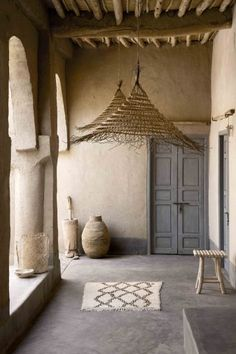 [ Inspiration déco ] The ethnic decoration and wabi sabi - Trend Camping Fashion 2020 Decor, House Design, Interior Inspiration, Wabi Sabi, House Interior, Home Deco, Mediterranean Decor, Interior Design, Rustic House