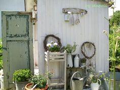 """<p> ....heute durften wir bei schönstem Sommerwetter Belindas wunderschön-wildromantischen Garten (""""My shabby Garden"""") genießen....sehr inspirierend und lecker...hihi...lG, Sabine</p>"""