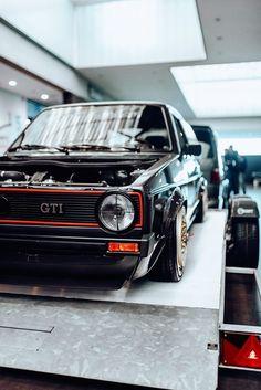 Vw Golf Vr6, Volkswagen Golf Mk1, Vw Mk1, Panda Wallpapers, Exotic Sports Cars, Car Colors, Golf 1, Golf Humor, Dream Cars