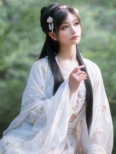 帅嘤嘤 Cute Asian Girls, Cute Girls, Face Pictures, China Girl, Japan Girl, Interesting Faces, Traditional Dresses, Festival Fashion, Asian Beauty