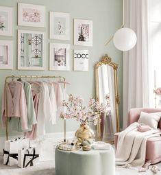 Pink Bedroom Walls, Pastel Bedroom, Room Ideas Bedroom, Diy Room Decor, Bedroom Decor, Coco Chanel, Chanel Room, Inspiration Wand, Pink Und Gold