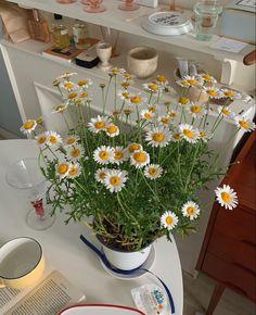 May Flowers, Pretty Flowers, Baddie Tips, Italian Summer, Plants Are Friends, Vintage Soul, Interior Garden, Flower Aesthetic, Colour Pallete