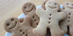 Recetas navideñas fáciles para preparar con niños (FOTOS) Gingerbread Cookies, Desserts, Food, Salads, Shaped Cookie, Cookie Cutters, Egg Yolks, Holiday Foods, Gingerbread Cupcakes