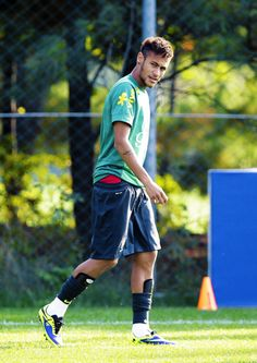 Real Madrid ready to make bid for Neymar - HF Neymar Team, Barca Team, Neymar Pic, Football Memes, Football Players, Brazilian Soccer Players, Neymar Jr Wallpapers, Superstar, Neymar Brazil