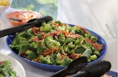 Broccoli or broccoli is one of those vegetables that can be used as a garnish to accompany a good dish of meat, chicken or fish, but can also be a great protagonist if served in the oven or au gratin. That's why broccoli recipes are always welcome! Paula Deen Broccoli Salad, Vegan Broccoli Salad, Broccoli Salad With Raisins, High Protein Recipes, Healthy Recipes, How To Cook Broccoli, Bacon Salad, Keto Dinner, Dinner Ideas
