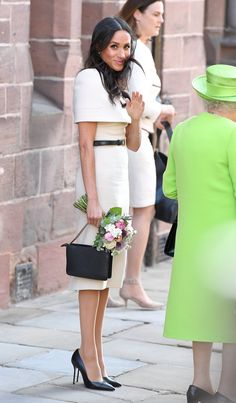 How much Meghan Markle clothes cost: The Duchess of Sussex still wears designer as a Royal, and for some reason we have a problem with that. Meghan Markle Stil, Meghan Markle Dress, Meghan Markle Photos, Meghan Markle Outfits, Meghan Markle Fashion, Preppy Style, Her Style, Glam Slam, Royal Clothing