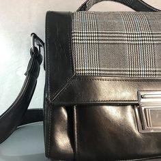 Les bobines de Celestine sur Instagram: • C A R D I F F • Petit sac à main en simili cuir noir et avec des empiècements en tissus prince de Galles, une des réalisations les plus…