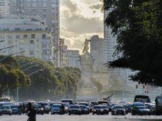 Monumento de los españoles.Avenida del Libertador, Buenos Airesl