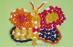 tableau papillon en pâtes de couleur collées
