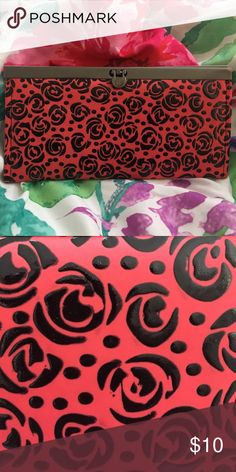 👛 women's leather wallet-purse roses 🌹 red This leather purse has a great leather  feel, has a lot of compartments for cards and cash. unbranded  Bags Wallets