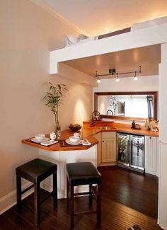 Une petite cuisine à l'espace futé dans un tiny house