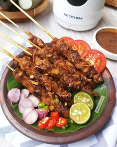 Sate Ayam, Indonesian Cuisine, Indonesian Food Traditional, Asian Recipes, Healthy Recipes, Aesthetic Food, International Recipes, Street Food, Food Inspiration