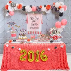 Photo booths, cupcakes and banners, oh my! Graduation week is upon us! Click on link in bio to find the perfect party favors for your grad. #Graduation2016 #HobbyLobbyStyle