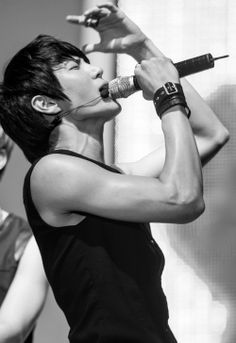 leo ... This man was born to sing and he is not going to let anyone stop him <3