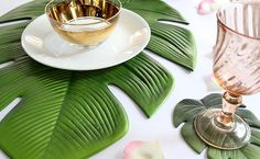 KITCHEN & DINING: Leaf placemat and coasters by Annabel Trends