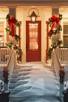 28 Christmas Decorating Ideas For Your Front Porch-possibly make the entry hall larger by bumping out the front door, maybe?