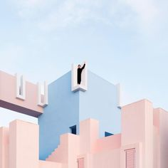 Esse casal viaja o mundo se divertindo com a arquitetura