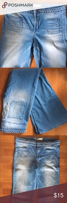 """Guess light wash bell-bottom jeans Perfect for spring, light wash Guess bell-bottoms. Hook & zipper closure, braided belt detail around waist band. Super cute with wedges. 33"""" inseam, very flattering. Worn only a couple times, perfect condition, no flaws. Guess Jeans Flare & Wide Leg"""