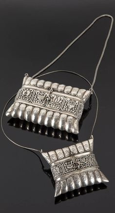 Tibet | Silver purses; decorated with stylize lotus motifs | Est. 300 - 400€ ~ (June '15)