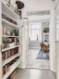 Space-saving scandinavian home library. It will be perfect for apartment or small house with super tiny room. Bibliotheque Design, Decoration Inspiration, Interior Inspiration, Boho Inspiration, Scandinavian Home, Scandinavian Apartment, Home Fashion, Interiores Design, Office Home