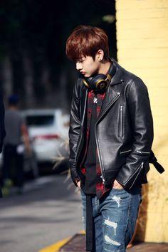 Shin Won Ho as a hacker Handsome Korean Actors, Handsome Boys, K Pop, Shin Won Ho Cute, Shin Cross Gene, Jun Matsumoto, Legend Of Blue Sea, Tae Oh, Hong Ki