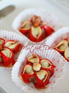 ✿Mutfak Dili ✿: Yasemin Tatlısı ( Fas Mutfagı Jasmine Cookies) Dessert Arabe, Romantic Meals, Salty Foods, Turkish Recipes, Trifle, Mediterranean Recipes, Nutella, Bakery, Tart