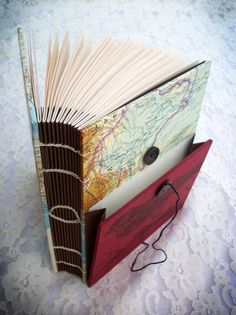 Single Needle Coptic Bound Sketchbook with Outside Pocket. Idée sur la couverture sympa!
