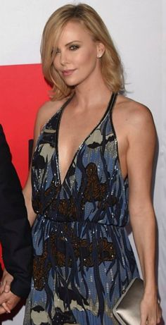 Charlize Theron Looks Totally Different with Baby Bangs - Celebrities Female Charlize Theron, Beautiful Celebrities, Beautiful Actresses, Beautiful Women, Beautiful People, Mighty Joe, Atomic Blonde, Best Actress, American Actress