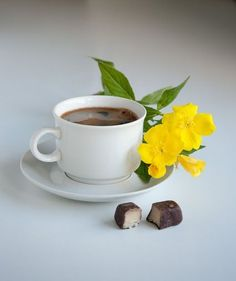 black and yellow - ♥ Coffee Latte Art, Coffee Cafe, Coffee Drinks, Good Morning Coffee, Coffee Break, Cocoa Drink, Coffee Flower, Coffee Pictures, Coffee Poster