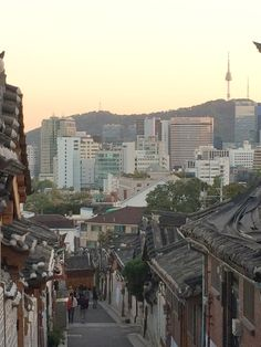 Image from https://geosociety.files.wordpress.com/2014/10/seoul-village.jpg.
