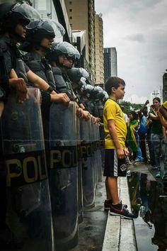 Todos os direitos reservados  #fotografothiagoprado #manifestacao #protesto #pm #tropadechoque #policiamilitar #vemprarua #jornaloglobo #estadao #ig_saopaulo #folhapress #grupofotometrando #agenciadefotografia