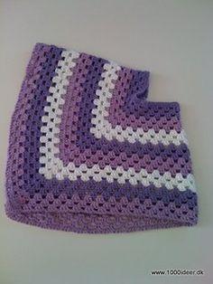 I Danmark hvor temperaturen er lunefuld, kan det være rart med en poncho. Der er brugt 3 farver, 2 nøgler af hver farve i Paris fra Drops, som er bomuldsgarn. Hæklenål nr. 5. Granny Stripes, Ipad, Drops Design, Fun Crafts, Little Girls, Ravelry, Crochet Patterns, Wraps, Stitch