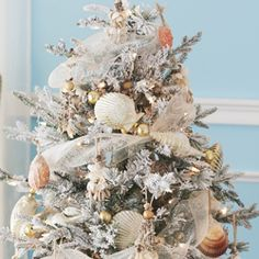 Seashells on tree with great mesh garland - soft and pretty