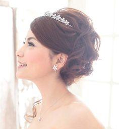 花嫁 髪型 ティアラ | 結婚式での花嫁の髪型!人気の ...